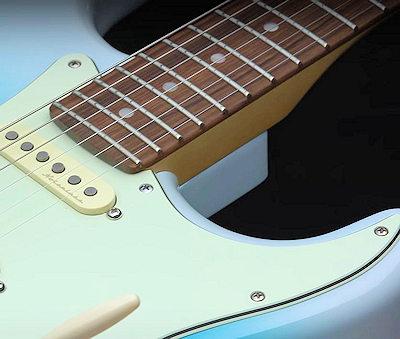 Fender Player Plus Strat HSS BLB