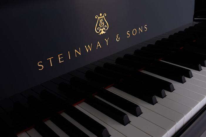 Steinway & Sons B-211